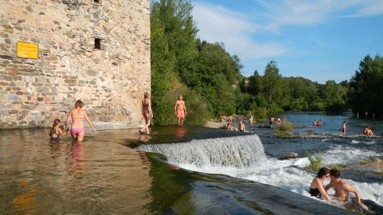Location roquebrun location maison piscine rivi re for Village vacances herault avec piscine
