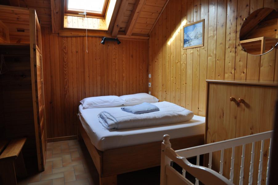 Chambre 2  1 lit double 1 lit Bébé