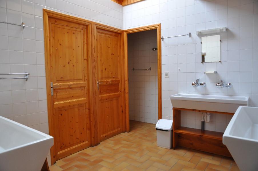 Salle De Bain Commune 3 doubles vasques  2 WC 1 douche