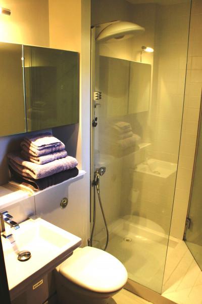 Salle de douche Chambre 5