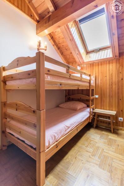 Chambre C 2 lits superposés, douche et lavabo