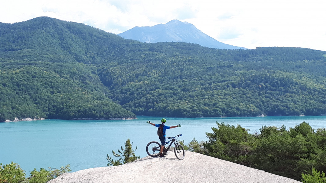 Le lac vu de Chorges