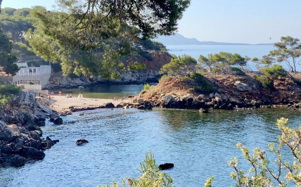 A 50 m la plage du Capelan et sa presqu'ile